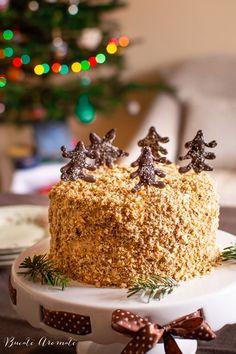 Rețeta de tort festiv cu cremă de mascarpone și caramel sărat. Cum se face crema de mascarpone cu caramel. Cum se face tortul spirală cu nuci. Food Cakes, Pesto, Cake Recipes, Cereal, Breakfast, Desserts, Gourmet, Candies, Diet