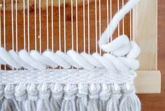 ウォールハンギングは基礎だけでもデザイン性高く見えて、すっごく自分が器用になった気分になれる織物です!でもせっかくなので応用の織り方をいくつか覚えて、もっと自分のイメージしたデザインがそのまま織れるようになりませんか? | ページ1
