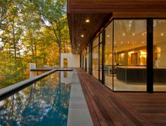Wissioming Residence, Robert Gurney Architect - Maryland, USA l This house located in Glen Echo, Maryland is sited on a heavily wooded lot overlooking the Potomac River. Glen Echo stands as a rare enclave of modern houses in suburban Washington, DC. Charming House, Floor To Ceiling Windows, Pool Designs, House In The Woods, Modern Architecture, Residential Architecture, Sustainable Architecture, Pavilion Architecture, Japanese Architecture