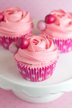 Strawberry chewing gum flavoured cupcakes by Alma from Objetivo Cupcake Perfecto (Target: Perfect Cupcake)