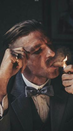 Paul Anderson as Arthur Shelby in Peaky Blinders Peaky Blinders Poster, Peaky Blinders Wallpaper, Peaky Blinders Quotes, Cillian Murphy Peaky Blinders, Foto Portrait, Portrait Photography, Gentleman Style, Cigars, Tv Series