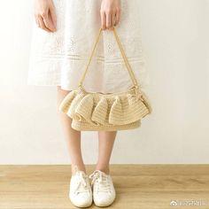 Marvelous Crochet A Shell Stitch Purse Bag Ideas. Wonderful Crochet A Shell Stitch Purse Bag Ideas. Crochet Skirt Pattern, Crochet Clutch, Crochet Flower Patterns, Crochet Shoes, Crochet Handbags, Crochet Purses, Crochet Blanket Patterns, Cute Crochet, Easy Crochet