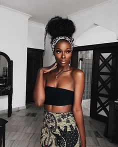 Makeup for Dark Skin: Best Tutorial for Black Skin It's important to choose the right makeup for your skin tone ❤️ We get you the best foundation makeup for dark skin ❤️ See more at LadyLife ❤️ Beautiful Dark Skinned Women, My Black Is Beautiful, Beautiful People, Beautiful Eyes, Beautiful Pictures, Beautiful Women, Black Girls Rock, Black Girl Magic, Dark Skin Girls