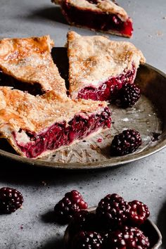 This Blackberry Pie is a delicious sweet, and flaky treat. This delicious Blackberry Pie is a sweet, flaky treat and the perfect addition for a summer gathering or holiday family reunion. Pie Crust Recipes, Tart Recipes, Sweet Recipes, Baking Recipes, Blackberry Pie Recipes, Blackberry Dessert, Köstliche Desserts, Delicious Desserts, Yummy Food