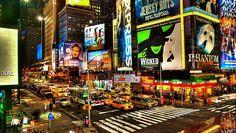 Evvet ! Tam da tahmin ettiğiniz gibi burası Newyork..Amerika'nın en muhteşem yerlerinden olduğunu söylemeye gerek bile yok.Bir baksanıza şu renkli,canlı caddelere..Büyüleyici bir yer,sarı taksiler ve renkli reklam panoları ile hayal gibi bir şehir ! Rüyaların şehri...