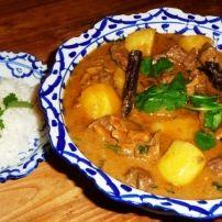 De Massaman curry is lang niet zo bekend in Nederland als bijvoorbeeld de rode of groene curry. Jammer want het is een heerlijke curry. Ik heb er voor het...