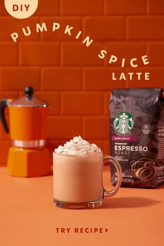 Bring on homemade Starbucks Pumpkin Spice Lattes! The quintessential flavor of fall is now yours to make and enjoy at home—quickly, easily and deliciously. Coffee Drink Recipes, Starbucks Recipes, Starbucks Drinks, Fall Recipes, Snack Recipes, Dessert Recipes, Desserts, Bolo Diet, Pumpkin Spiced Latte Recipe