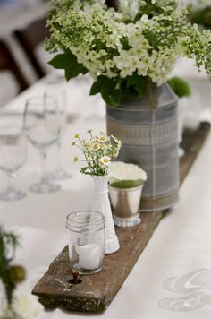 Don't let your outdoor wedding limits your magical aisle. Here we offer five aisle ideas for your outdoor wedding decorations. Rustic Wedding Centerpieces, Candle Centerpieces, Wedding Table, Mason Jar Candle Holders, Mason Jars, Keramik Design, Outdoor Wedding Decorations, Deco Table, Decoration Table