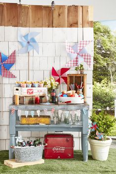Before the neighborhood of July cookout, consider inviting friends and family over for a fun soda float social. 4th Of July Cake, Fourth Of July Decor, 4th Of July Celebration, 4th Of July Decorations, 4th Of July Party, July 4th, Memorial Day Activities, Weekend Activities, Soda Floats