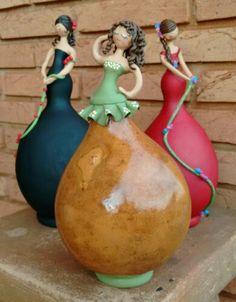 Pista Rio Preto/ Olímpia  Dolls atop gourds; how beautiful!