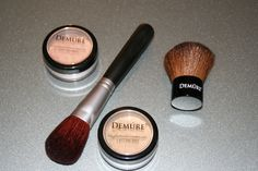 '4 pc. Demure Mineral Make-up Kit' is going up for auction at  4pm Wed, Aug 21 with a starting bid of $6.
