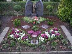 Bildergebnis für grabgestaltung Funeral, Stepping Stones, Landscape, Outdoor Decor, Plants, Death, Home Decor, Design, All Saints Day