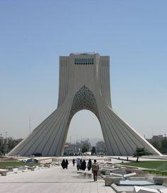 Csibekiállítás a központban, egy négyzetkilométernyi bazár és adrenalinfüggőknekvaló gyalogos közlekedés. Teherán szolgált némi meglepetéssel.