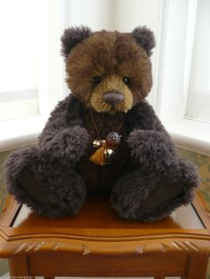 http://www.ebay.co.uk/itm/CHARLIE-BEARS-CHOCOLATE-PUDDING-ISABELLE-LEE-ALPACA-LIMITED-EDITION-250-/221568517458?pt=UK_Dolls_Bears_RL