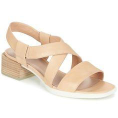 Sandaali vaaleanpunaisena on hillitty. Camper kutsuu meidät kauden muotiin avosylin! Merkki on varustanut mallin Kobo tekokuitupohjalla sekä remmeillä. Todella miellyttävä käyttää, tässä kengässä yhdistyy nahkapohjallinen ja nahkavuori. Tämän sandaalin tyylikkyys tulee esiin 4cm korossa. - Väri : Pink - kengät Naiset 138,00 €