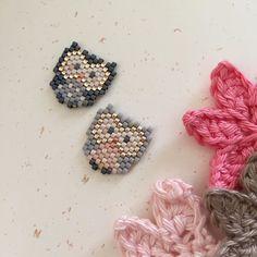 Cet après midi j'ai ressorti mes perles pour me tisser un petit couple de chouettes ! #jenfiledesperlesetjassume #miyuki #perlesandco #motifrosemoustache #chouettes #miyukiaddict
