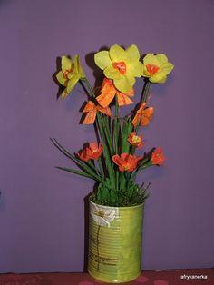 W Krainie Alicji: Narcyzy i pierwiosnki z bibuły Crepe paper Daffodils
