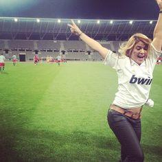 #boostbastille on a des femmes de footballeurs pour supporter notre Vince!