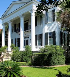 Hadley Court Blog Post: Carolyne Roehm's Books and Her New Home In Charleston, SC - Written by Blog Content Contributor: Leslie Carothers