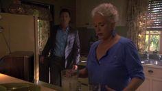 """Burn Notice 4x16 """"Dead or Alive"""" - Michael Westen (Jeffrey Donovan) & Madeline Westen (Sharon Gless)"""