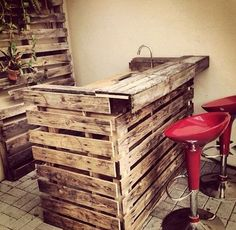 21-man-cave-ideas-diy-pallet-wood-bar
