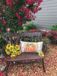 There you will discover the top rated flower choices and gardening strategies for fall. Plant Design, Garden Design, Ideas Para Decorar Jardines, Wooden Mailbox, Planting Pumpkins, Bench Decor, Pumpkin Pillows, Autumn Garden, Thanksgiving Decorations