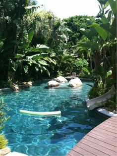 Everyone loves luxury swimming pool designs, aren't they? We love to watch luxurious swimming pool pictures because they are very pleasing to our eyes. Now, check out these luxury swimming pool designs. Oberirdische Pools, Luxury Swimming Pools, Dream Pools, Swimming Pool Designs, Cool Pools, Pool Spa, Tropical Backyard Landscaping, Landscaping Ideas, Backyard Designs