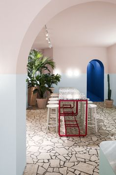 Ester Bruzkus Architekten have designed the interior of the new Berlin restaurant L. Poke that recalls the. Showroom Interior Design, Restaurant Interior Design, Contemporary Interior Design, Cafe Interior, Interior Exterior, Interior Architecture, Restaurant Interiors, Design Café, Cafe Design