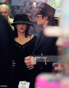 US pop star Michael Jackson and his wife Lisa Marie Presley visit a toy shop in Cannes 3 September 1994. AFP PHOTO JACQUES SOFFER