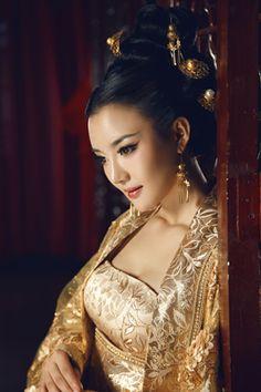 Ancient Chinese Hanfu Gold Brocade