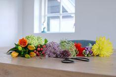 231 vind-ik-leuks, 44 reacties - Gertrud I thuisopnummer14 (@thuisopnummer14) op Instagram: 'Deze gaan morgen op de vaas.. Ik heb me weer fijn in het zweet gewerkt vandaag, op de een of andere…' Tango, Plants, Instagram, Plant, Planets