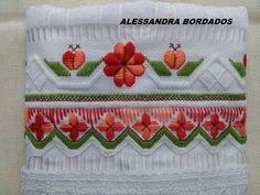 Alessandra Estrela: Bordei essa toalha no curso com a minha professora...