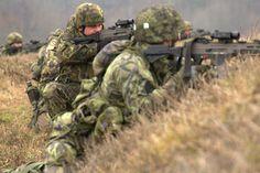 On a field exercise before attack/ na polním cvičení před útokem.