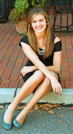 Senior picture pose / fall