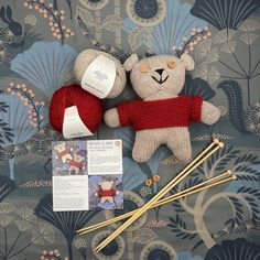 Knit Kit Icebear LARS of merino wool VAN BEREN Knitting Kits, Knitting Needles, Hand Knitting, Knitting Patterns, Play Day, Natural Clothing, Seed Stitch, Flower Shape, Little Ones