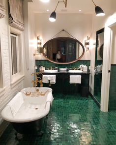 Emerald + b/w + gold hardware Dream Home Design, My Dream Home, Fancy Houses, Dream Decor, Bathroom Interior Design, Bathroom Inspiration, Slytherin, Interior Architecture, Sweet Home