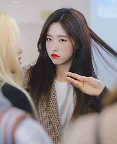 Kpop Girl Groups, Korean Girl Groups, Kpop Girls, Wolf, Dancing On My Own, Olivia Hye, South Korean Girls, Twitter, Shit Happens