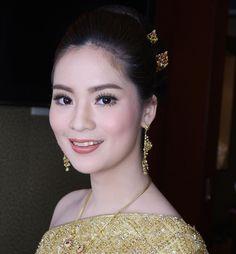 My make up for brides. #sammymakeup #makeupkhonkaen #makeupthailand #bridemakeup #weddingmakeup #wedding #mac #makeupartist #makeupbride #makeuplover #makeupbride #bridal #bridestory hair by @aunlimited_make_up http://gelinshop.com/ipost/1524309356685063160/?code=BUnb0ilBHP4