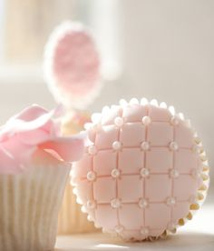 cupcakes. Nice design. #wedding #dessert #pink