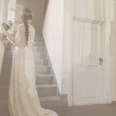 三つ編みではなく、二つ編みのヘアスタイル* 凄く可愛くてお気に入りです! イヨさんの作るヘアメイクは全部ユリさんにもドレスにもピッタリで終始感動でした(;_;) #weddingdress #wedding #ウェディング #ウェディングドレス #maisonsuzu