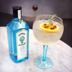 Add a twist of orange, cranberry & thyme to your #BOMBAYSAPPHIRE Ultimate Gin & Tonic for the perfect  Sunday refreshment.