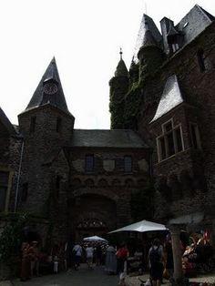 Reichsburg Cochem - Click image to find more Travel Pinterest pins
