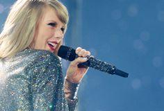 Taylor Matching Microphone and Jacket! #TaylorSwift1989WorldTour