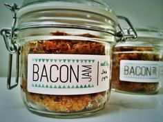 Who doesn't love bacon? Easy-to-make bacon jam and free printables make a great gift for friends or yourself. #Avery #BeAMakr