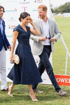 Meghan Markle Suits, Meghan Markle Dress, Meghan Markle Photos, Meghan Markle Style, Casual Mom Style, Cool Style, Best Shoes With Jeans, Kate Middleton, Suits Actress