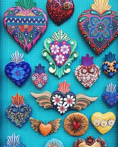 Mexican Home Decor, Mexican Crafts, Mexican Folk Art, Henna Tattoos, Valentine Day Table Decorations, Heart Decorations, Tin Art, Heart Crafts, Heart Wall
