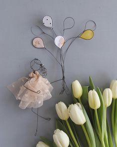 """""""Mi piace"""": 282, commenti: 27 - Daniela Corti•Wire & Textile (@filidipoesia) su Instagram: """"Birthday girl Un palloncino per ogni sogno che ho nel cuore - e non li ho messi tutti!!…"""" Homemade Dolls, Metal Garden Art, Wire Crafts, Doll Crafts, Wire Art, Handmade Design, Creative Crafts, Craft Fairs, Altered Art"""