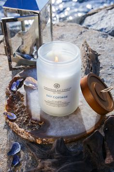 The comforting fragrance of cotton and fresh air reminds us of a cottage by the bay. Satisfied and surrounded by blossoming nature, the scent of a clean linen blanket and herbal lavender mix perfectly with the authentic cottage woods of white amber, sandalwood, and musk. Essential oil: Patchouli