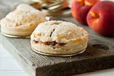 Mason Jar Lid Pies: Spiced Peach Pie from Dessert for Two Köstliche Desserts, Delicious Desserts, Dessert Recipes, Yummy Food, Southern Desserts, Dessert Healthy, Dessert For Two, Pie Dessert, Mini Peach Pies