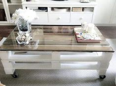 DIY pallet table * Lalihome Source by Pallet Table Diy, Palet Furniture, Diy Furniture, Home Decor, Reclaimed Wood Furniture, Diy Furniture Projects, Home Diy, Pallet Furniture, Coffee Table